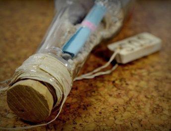 Encuentran en una playa australiana el mensaje en una botella más antiguo del mundo