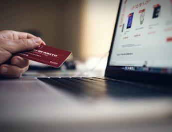 """Megaestafa para el 'Black Friday': detectan """"miles"""" de páginas web falsas de marcas famosas con descuentos de hasta el 90%"""