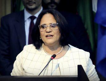 """La nueva ministra de Familia de Brasil: """"En la nueva era los niños visten de azul y las niñas visten de rosa"""""""
