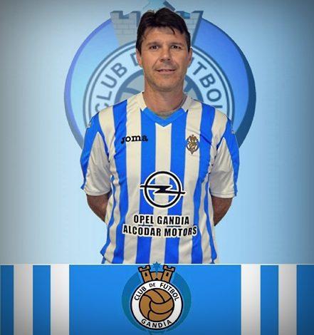 Naveiro regresa al C.F. Gandia para reforzar al equipo