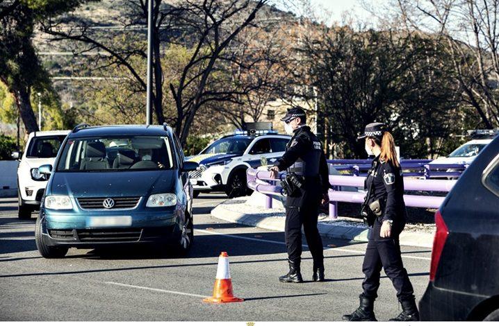 La Policia Local de Gandia sanciona 74 persones per infirngir el tancament perimetral durant el quart cap de setmana de dispositiu, la xifra més baixa des de que s'activara